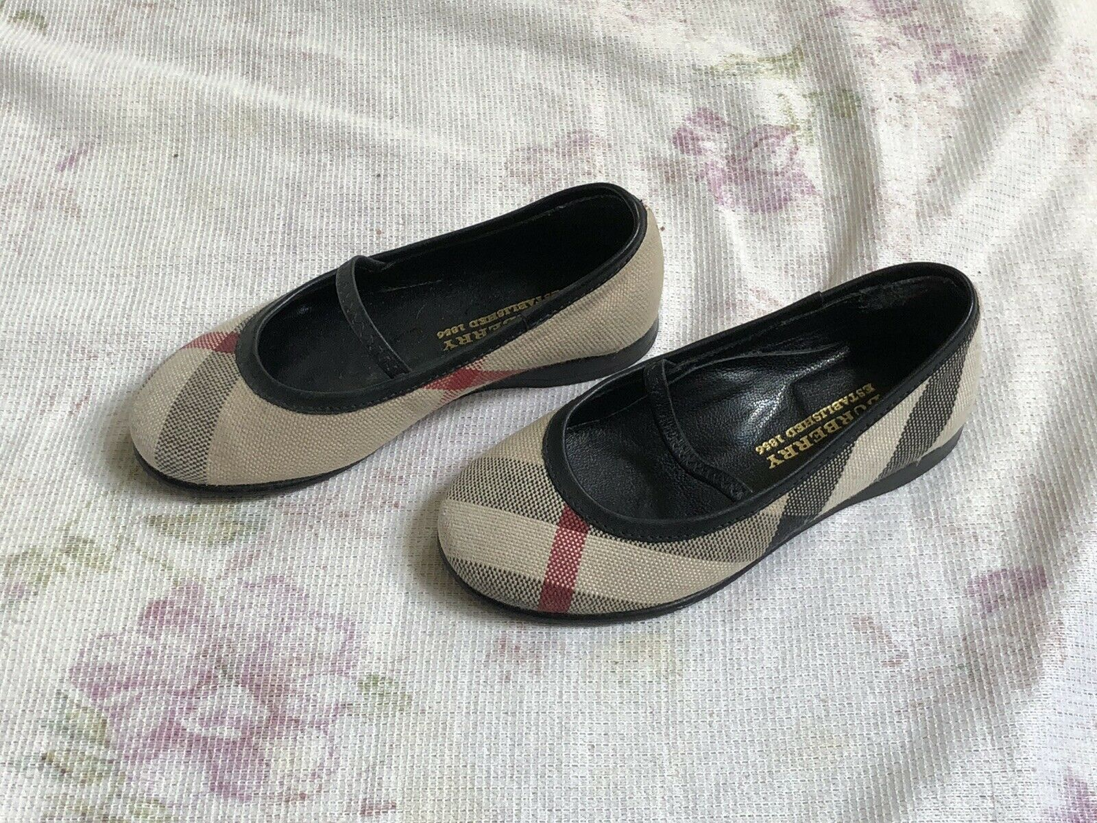 BURBERRY Mädchen Ballerina Schuhe Leder Gr.25 girls shoes slipper leather - 50.00,Kaufpreis 50,datum 24.08.2020 17:49:48,Website dhd24.com
